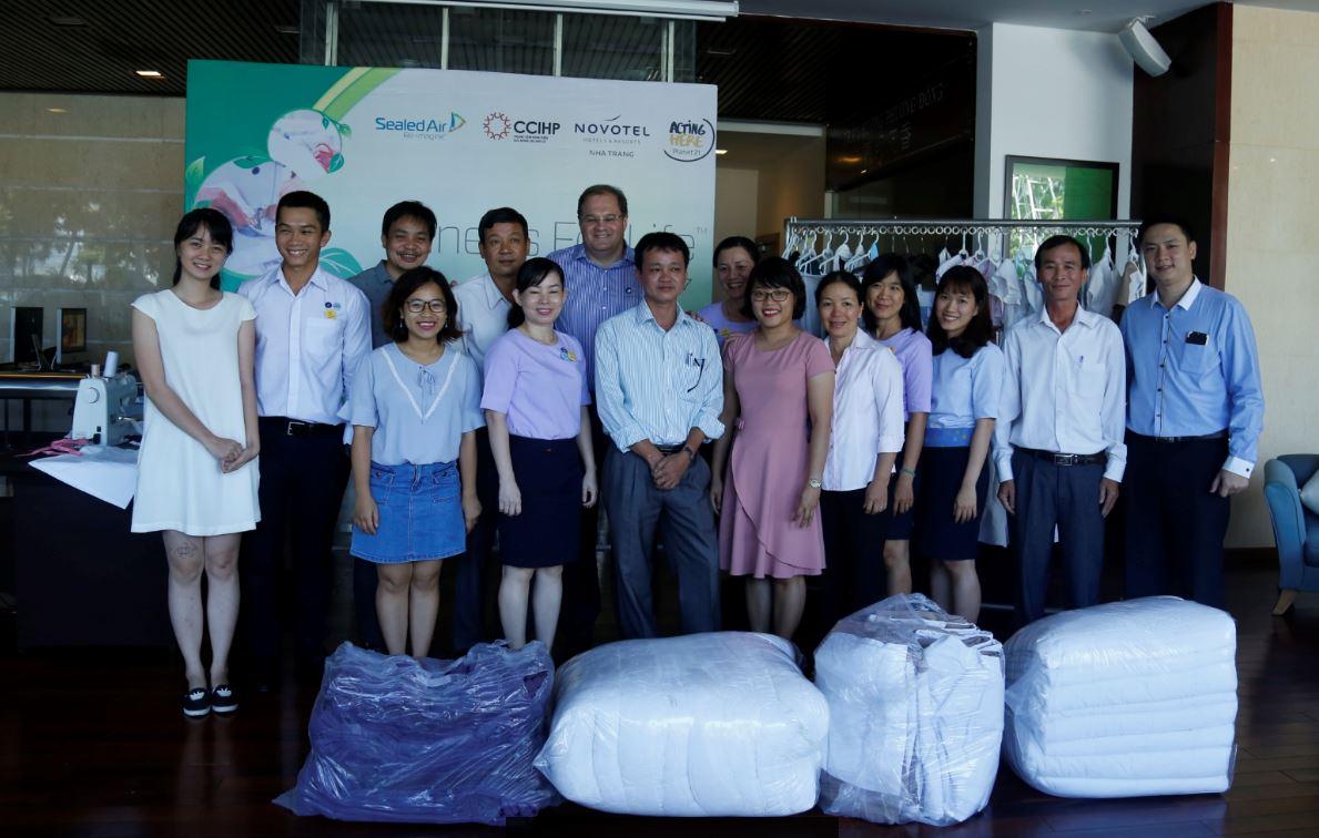 Novotel Nha Trang hỗ trợ vải cho Vải cho cuộc sống