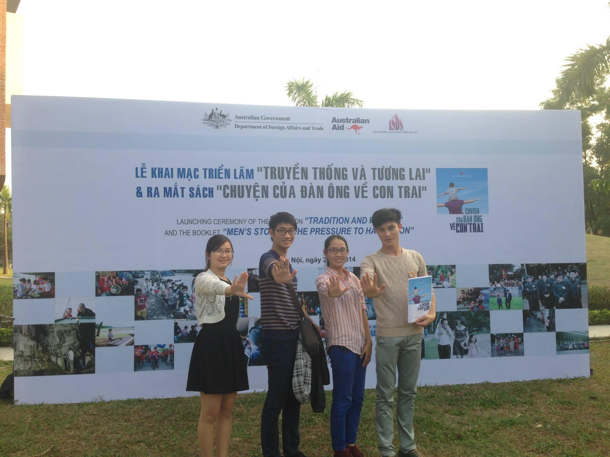 """Thanh niên CCIHP tại buổi lễ khai mạc Triển lãm: TRUYỀN THÔNG VÀ TƯƠNG LAI và lễ ra mắt sách: """""""