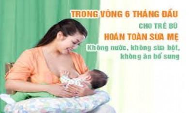 Cần cho bé bú sữa mẹ hoàn toàn đến khi bé được mấy tháng tuổi?